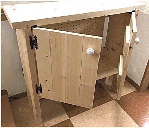 棚受金具はL字になっていますので、直角に棚板をつけるのが簡単。